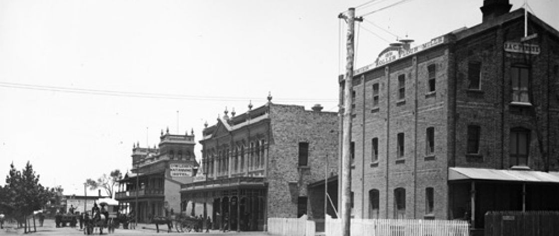 The view down Clive Street looking towards Katanning Hotel and Piesse's aerated waters factory and the Mill and Grain Merchants.